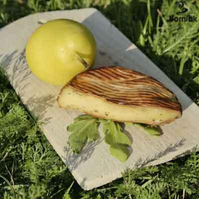 Geräucherter camembert-käse